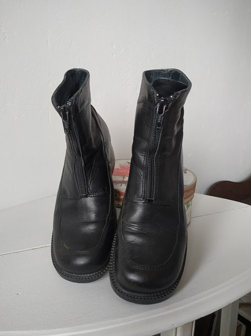 Black boots - front